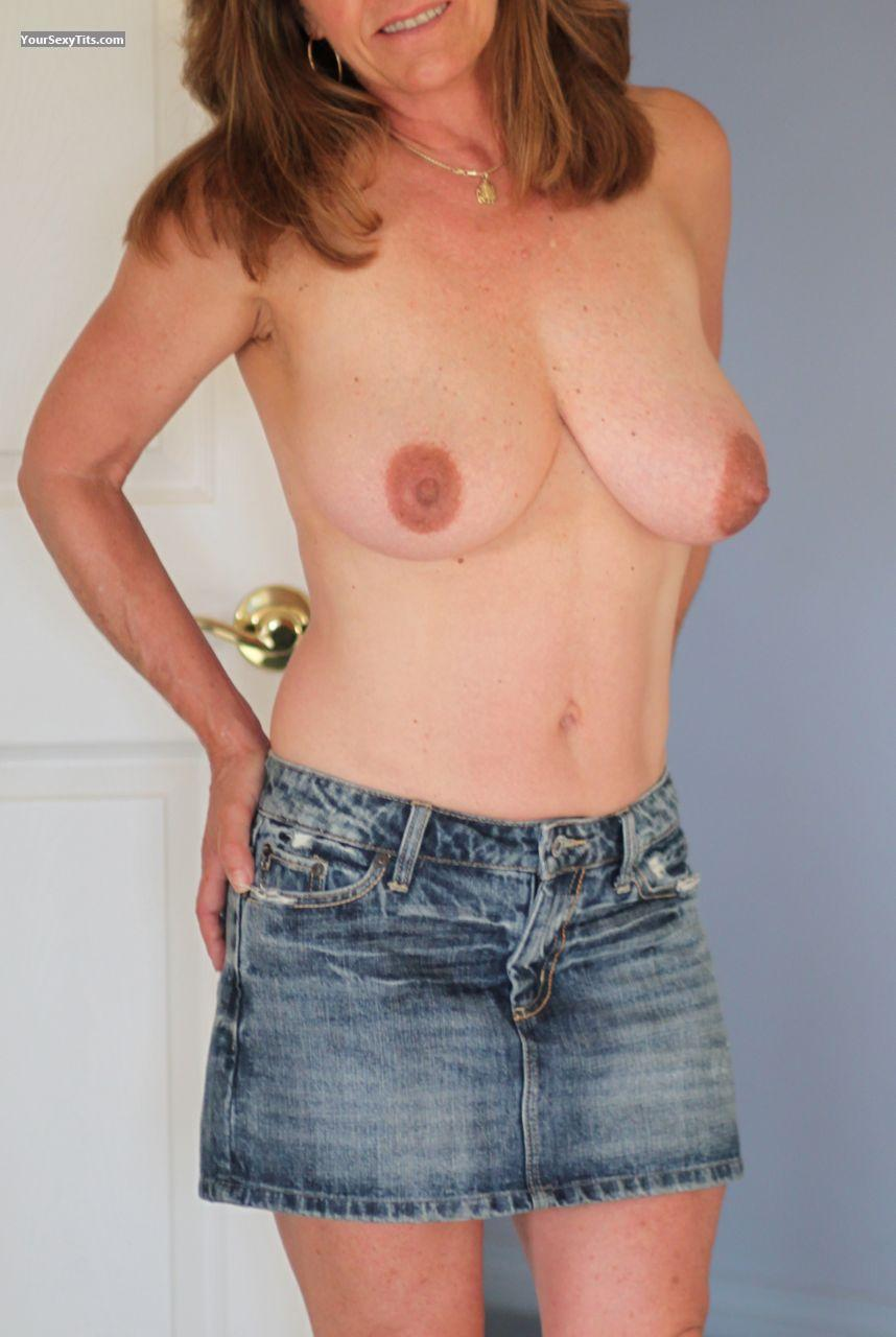 Tit Flash: Very Big Tits - Darlene from United States